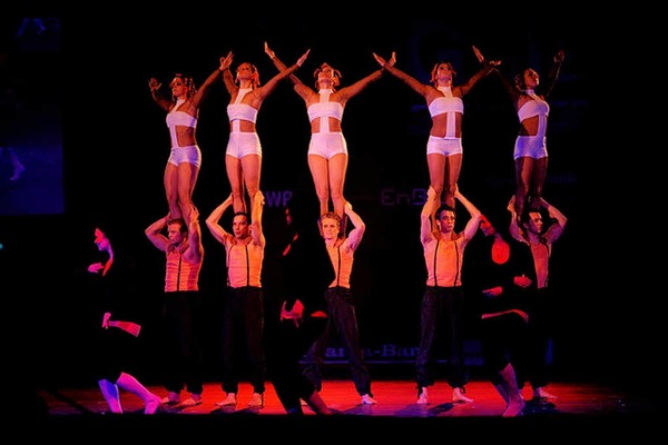 Turnen, Gymnastik  Sport, Musik, Tanz, Theater, Show: Die Turngala des Schwäbischen und des Badischen Turnerbundes in der Freiburger Rothaus-Arena war ausverkauft.
