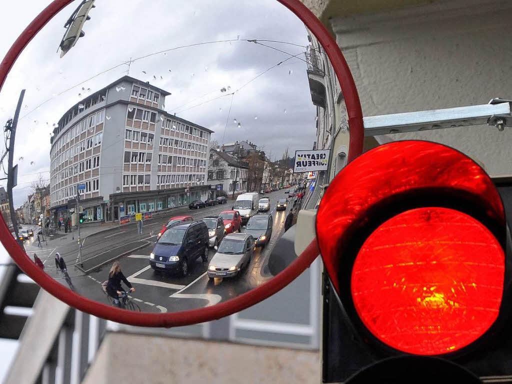 Spiegel Schräg An Die Wand Hängen : freiburg bilanz spiegel an kreuzungen senken die unfallzahlen badische ~ Bigdaddyawards.com Haus und Dekorationen