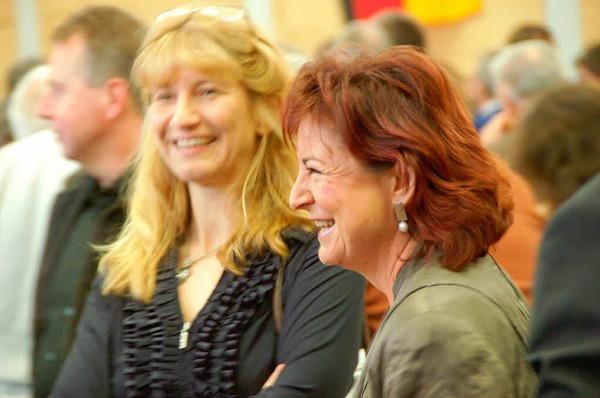 Ortsvorsteherin Dorle Hau� (rechts), Gemeinder�tin Iris Weymann