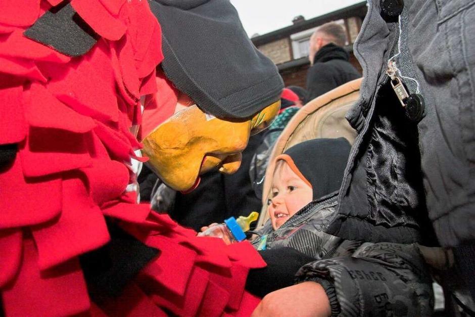 50 Zünfte marschierten zu Ehren der Bleichheimer Zyndusse durch die Hauptstraße. (Foto: Hagen Schönherr)