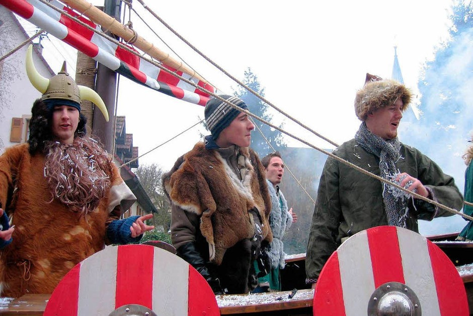 Grimmige Masken, Berge von Konfetti und gute Stimmung gab's beim Eschbacher Narrenumzug. (Foto: Ingeborg Grziwa)