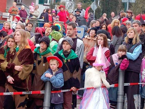 Eindrücke vom Kinderumzug und Narrenbaumstellen in Öflingen.