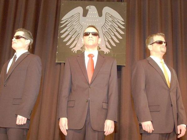 Ein Wort ergab bei Frank R�mmele, Thomas Schwab und Regisseur Peter Jehle das andere (von links).