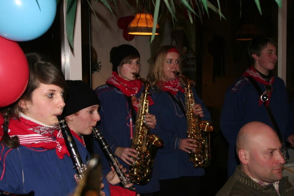 Auch in den Buden, Zelten und Wirtschaften sorgten die Bonndorfer Musiker für Stimmung. (Foto: Uli Spielberger)