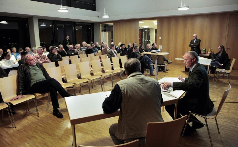 Thomas Schoen-Blum, Suchtbeauftragter ...links) stellten sich der Diskussion.    | Foto: Christoph Breithaupt