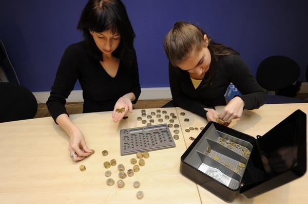 Zählen, zählen, zählen. Dann steht das Ergebnis fest: 11.000 Euro!
