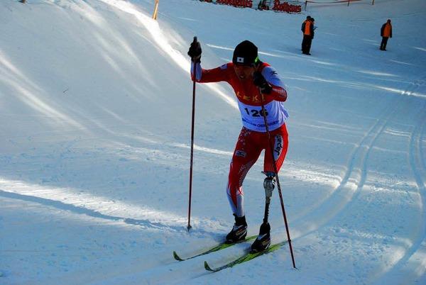 Langlauf mit Prothese: Der Japaner Kenji Takigami k�mpft sich den Berg hinauf beim Weltcup der Behinderten am Notschrei