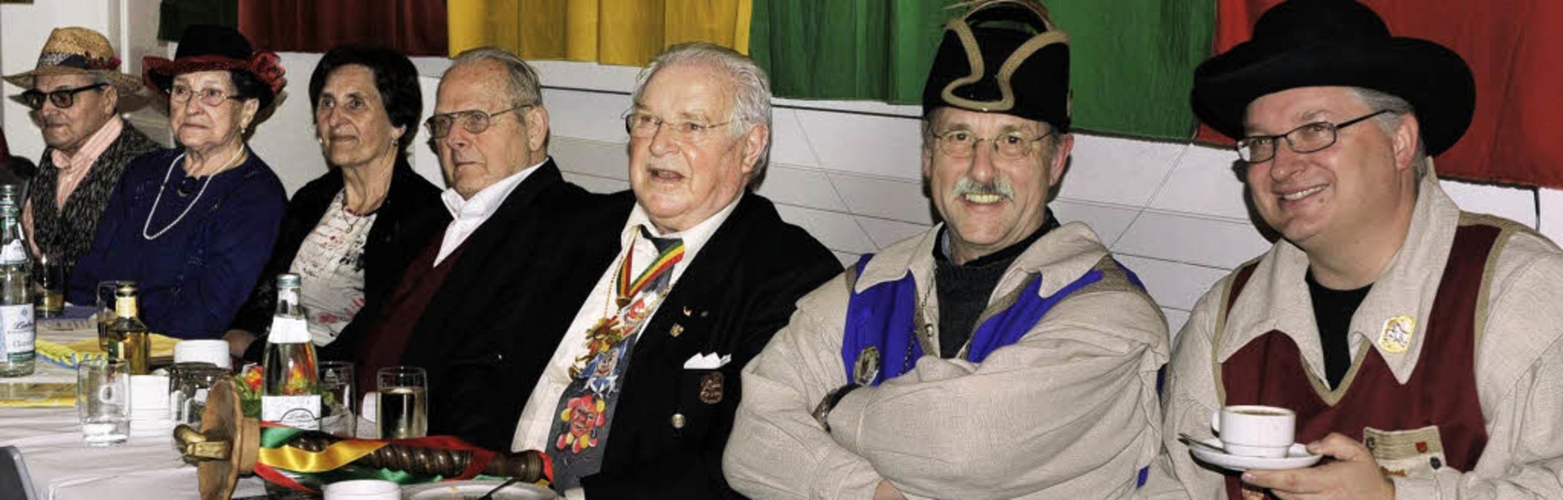 Die Senioren genossen das bunte Progra...rnnat (von rechts) ihren Spaß hatten.     Foto: Heidemarie Wussler