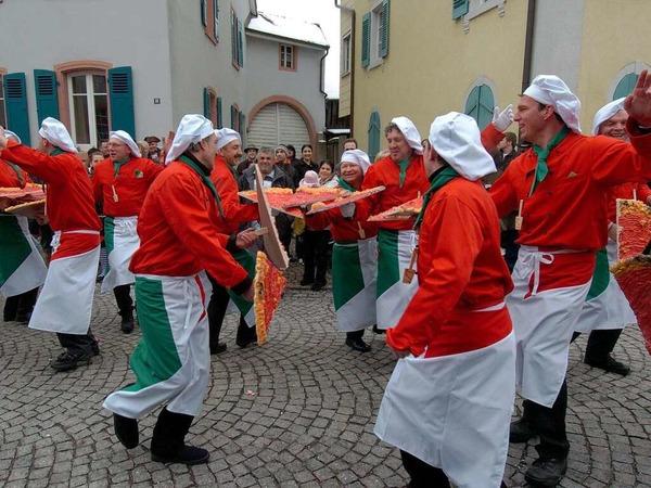 Flotte Pizzabäcker aus Wyhl überzeugten mit ihren Tanzeinlagen auch das Riegeler Publikum.