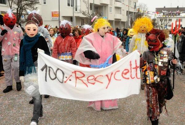 """Alles nur Recycelt - die Kostüme der """"Eine-Welt-AG"""" des Erasmus-Gymnasiums"""