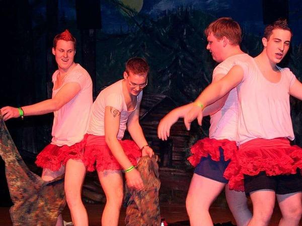 """Die """"Wild Boys"""" von den Nägelebuck-Hexen aus Norsingen machten ihrem Namen beim Hexenball in Kollnau alle Ehr'."""
