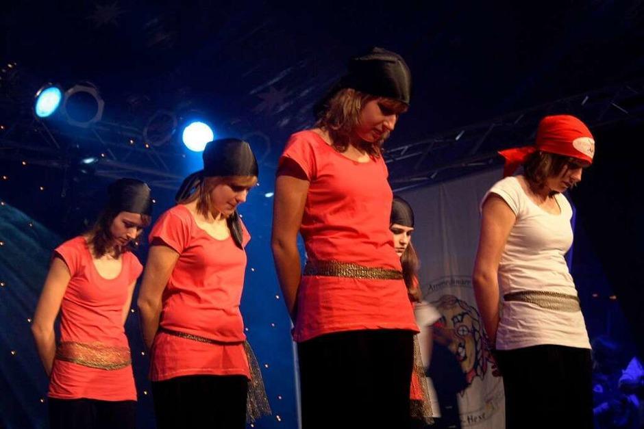 Die Piraten-Tänzerinnen der Krabbenzunft (Foto: Friederike Marx)