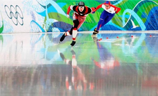 1000 Meter Eisschnelllauf: Jeremy Wotherspoon, Kanada (l.), und Aleksey Yesin, Russland, im Duell.
