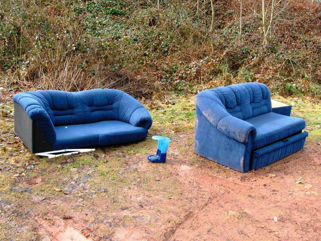 polizei emmendingen blaue couch am waldrand badische. Black Bedroom Furniture Sets. Home Design Ideas