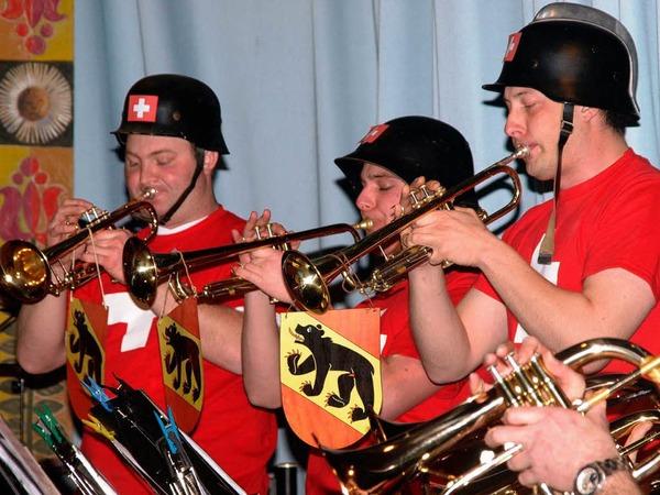 Auch optisch versetzte die Trachtenkapelle H�usern ihr Publikum in der zweiten Konzerth�lfte in die Schweiz