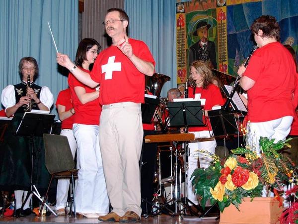 Auch optisch versetzten Thomas Villinger und seine Musiker ihr Publikum in der zweiten Konzerth�lfte in die Schweiz