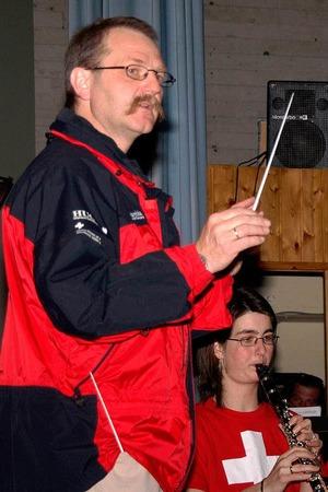 Auch optisch versetzten Thomas Villinger und seine Musiker ihr Publikum in der zweiten Konzerthälfte in die Schweiz