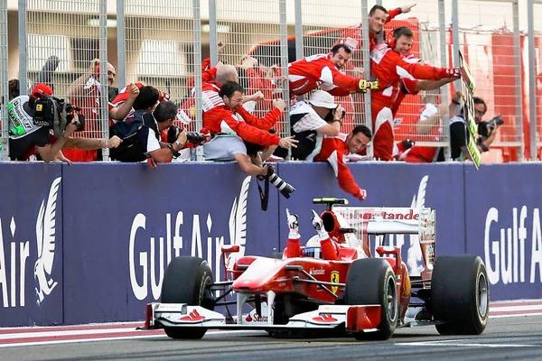Motorsport mitten in der W�ste: Das erste Formel 1 Rennen der Saison 2010 in Bahrain.