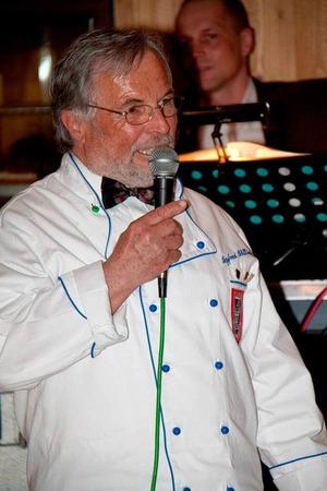 Köcheball 2010: Siegfried Schilling erläuterte den Gästen jeden Gang des Spezialitätenmenüs.