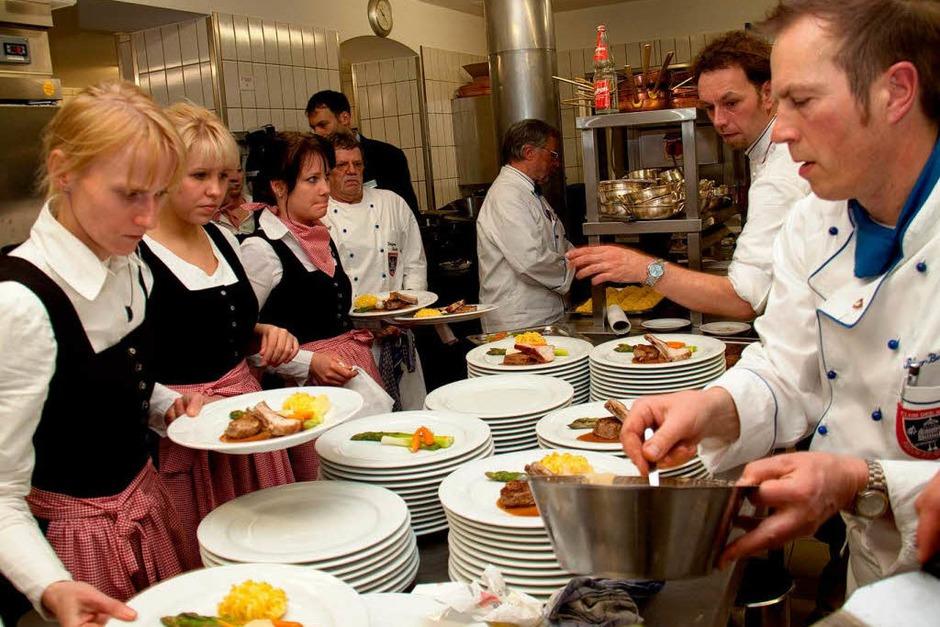 Perfekt: In der Küche saß jeder Handgriff, der Zeitplan stimmte auf die Sekunde (Foto: Wilfried Dieckmann)