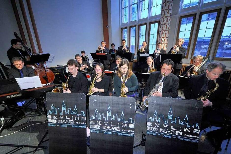 Für die musikalische Unterhaltung sorgte die Skyline Big Band. (Foto: Thomas Kunz)