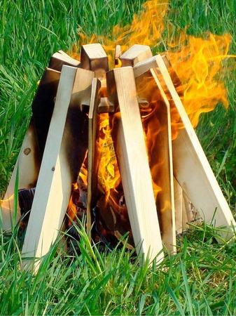 Unter dem Label Lienehuis pr�sentierte die Niederl�nderin Evelien Stamhuis ein Do-it-yourself-Lagerfeuer-Kit auf der Messe Ambiente.