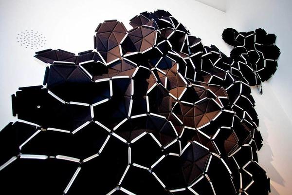 Der Wandschmuck besteht aus einzelnen Modulen, die immer wieder neu zusammen gesetzt werden können.