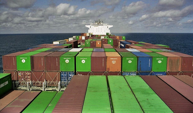 Eine besondere Art des Reisens: Allein...er Besatzung und tausenden Containern   | Foto: Karl-Heinz Debacher