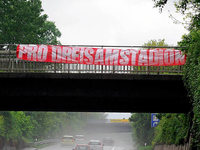Rätselhafte Banner gegen den Stadion-Neubau in Freiburg