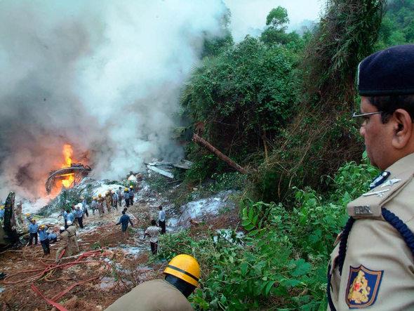 news ausland passagiere verbrannt vier tote flugzeug absturz deutschland