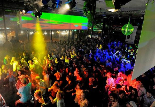 Die Campus Open in Freiburg: 2000 Feiernde bei Live- und DJ-Musik.