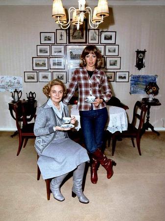 1976: Heidi Kabel (l) posiert zusammen mit ihrer Tochter, der ...