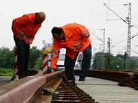 Bahn wechselt Weichen aus - Zugausf�lle und Schienenersatzverkehr