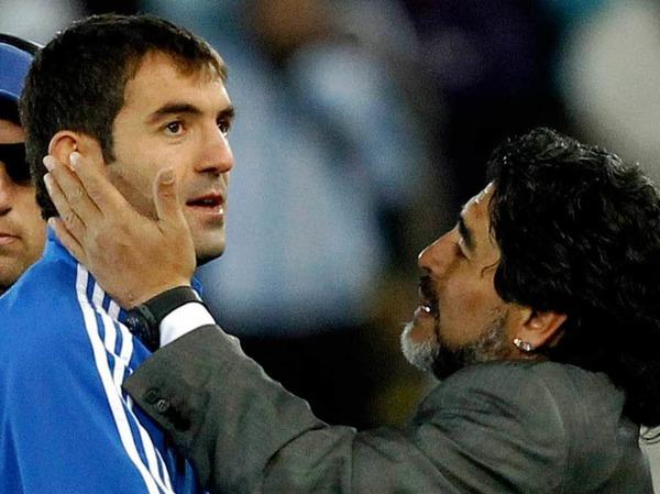 Der gr��te Hingucker bei der argentinischen WM-Mannschaft ist, so sagen viele, der emotionale Trainer: Diego Armando Maradona schmust,  schimpft, tobt, jubelt, leidet.