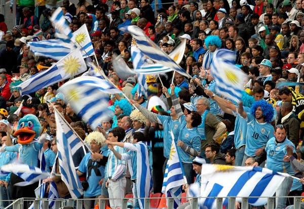 Die Fans aus Uruguay d�rfen noch ein wenig in S�dafrika bleiben.