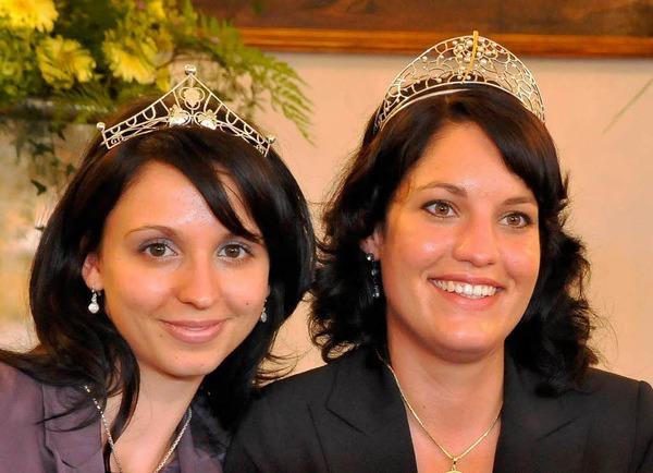 Erst in der Stichwahl reichte es für Marion Meyer (r.) zum Sieg. Rebecca Gut (links) wurde Weinprinzessin.