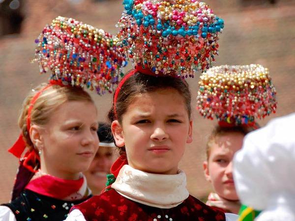 Ein farbenprächtiges Bild bot sich den Besuchern des 25. Kreistrachtenfestes in St. Peter.