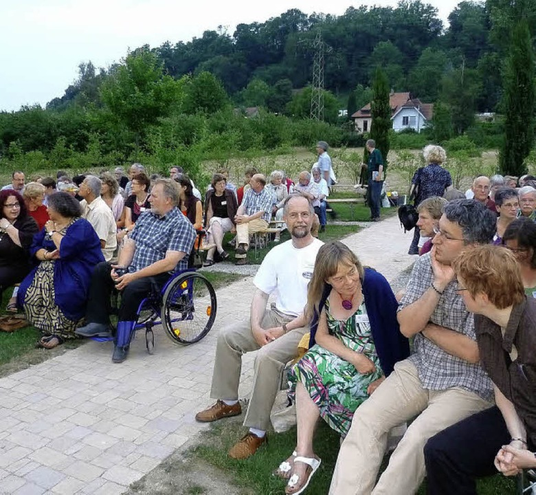 Zahlreiche Gäste trafen sich am Samsta...n  mit viel Poesie und schöner Musik.     Foto: Claudia Gempp