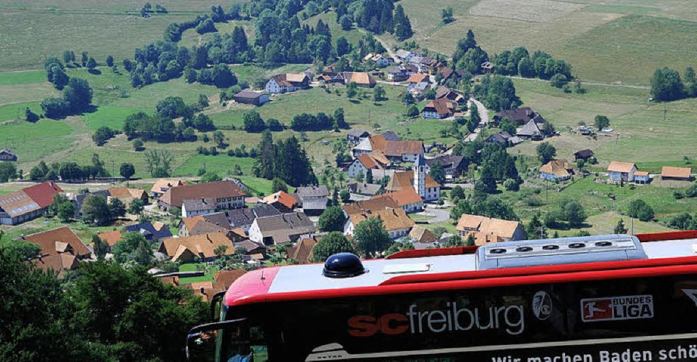 Vom Mannschaftsbus aus hatten die Frei...t auf  Gersbach und das  Bergpanorama.  | Foto: Edgar Steinfelder