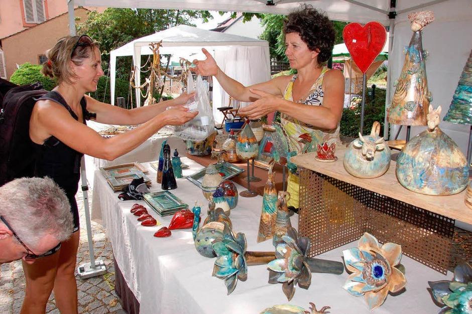 Kunsthandwerkermarkt im Rathaushof (Foto: Gerold Zink)