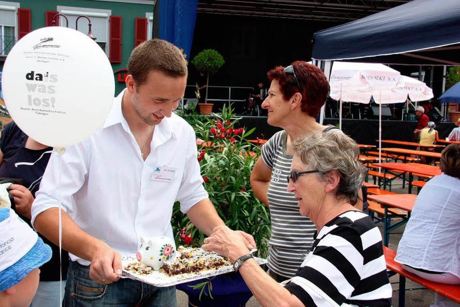 Auf dem Marktplatz stellte sich auch Breisachs Partnerstadt Oswiecim vor. Unter anderem konnte polnischer Kuchen probiert werden. (Foto: Christine Aniol)