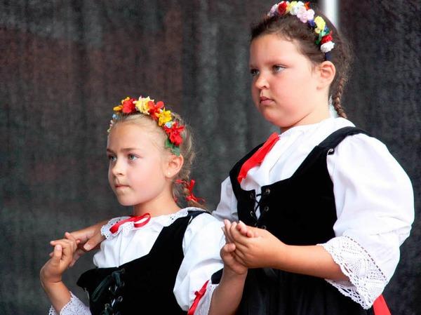 Die Folkloregruppe aus Saint-Louis begeisterte mit traditionellen Volkstänzen auf dem Marktplatz.