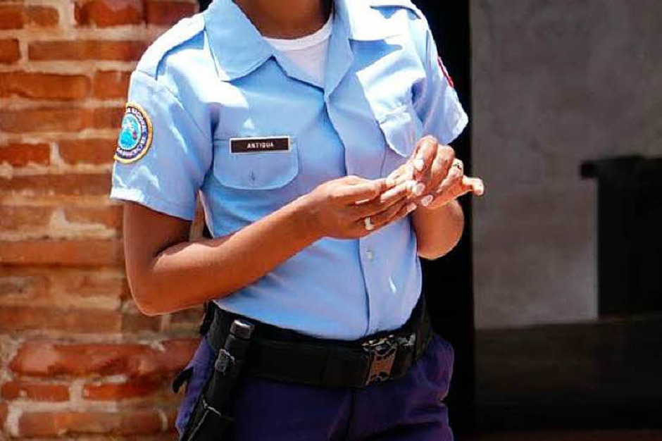 Man fühlt sich sicher in dem Land, in dem man erstaunlich viele junge Polizistinnen sieht (Foto: Hans P. Wühler)
