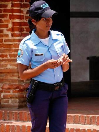 Man fühlt sich sicher in dem Land, in dem man erstaunlich viele junge Polizistinnen sieht