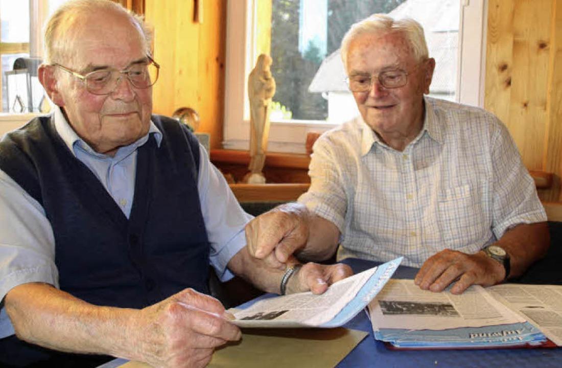 Fridolin Thoma (links) und Hermann Kra...auf dem Hotzenwald wieder auferstehen.    Foto: Mielcarek/Kramer