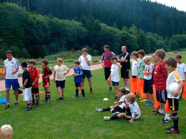 Die E- und die F-Jugend von St. Blasien erhielt eine Trainingsstunde direkt vom Deutschen Fußballbund