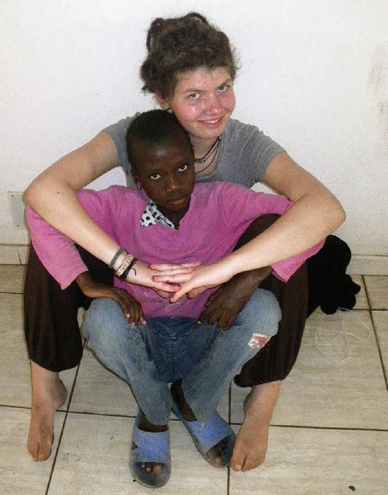 Anna-Lena Kienzler aus Fahrnau war mit...e Hilfsgüter für behinderte Menschen.   | Foto: Privat