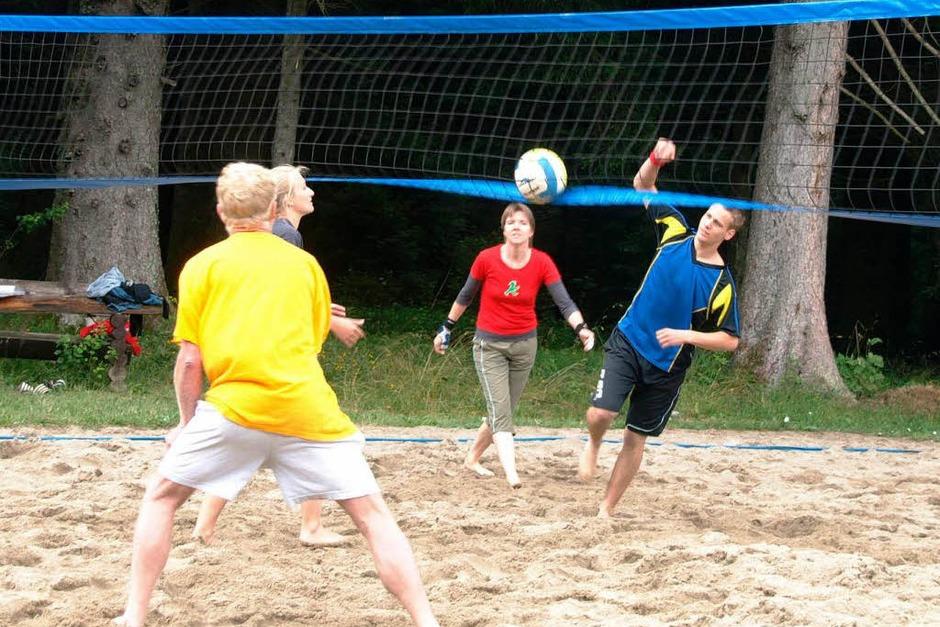 Die Beachvolleyballer kämpften am Samstagnachmittag um Punkte. (Foto: Karin Stöckl-Steinebrunner)