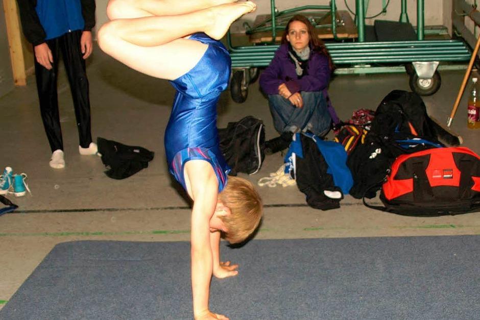 Auch einige männliche Teilnehmer hatten sich das Bodenturnen als eine ihrer Disziplinen gewählt. (Foto: Karin Stöckl-Steinebrunner)