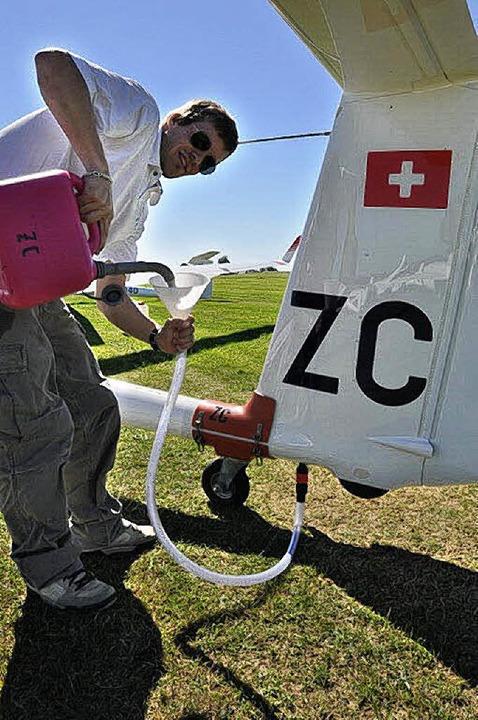 Auf dem Gelände der Luftsportgemeinsch... vor dem Start noch mit Wasserballast.  | Foto: Kirsten Lux